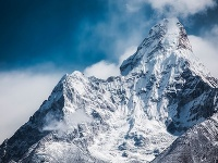 Z ľadovej vrstvy na Himalájach každoročne ubudne 35 centimetrov z hrúbky.  Ilustračné foto
