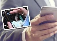 Thajský poslanec si uprostred rokovania prezeral na mobile nemravnosti!