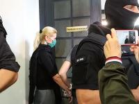 Na snímke obvinenú bývalú štátnu tajomníčku ministerstva spravodlivosti SR za Smer-SD Moniku Jankovskú odvádzajú zo Špecializovaného trestného súdu v Banskej Bystrici, ktorý má rozhodnúť o predĺžení väzby.