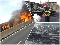 Kamióny a osobné auto začali po nehode na D1 pri Brne horieť