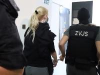 Moniku Jankovskú odvádzajú zo Špecializovaného trestného súdu v Banskej Bystrici