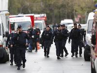 Francúzska polícia zasahuje na mieste útoku.