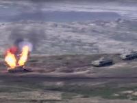 Ťažké boje, ktoré v nedeľu vypukli v separatistickom regióne Náhorný Karabach v Azerbajdžane