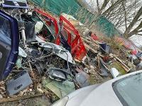 Polícia pri Košiciach odhalila nelegálnu skládku s vrakmi áut