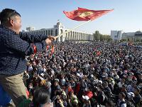 Protesty v Kirgizsku nabrali násilný spád