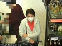 Policajti sa v súvislosti s objasnením tohto prečinu krádeže obracajú na verejnosť so žiadosťou o pomoc pri stotožnení ženy na fotografiách.