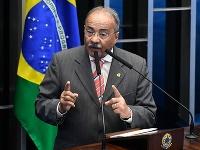 Chico Rodrigues mal ukrývať peniaze v spodnej bielizni.