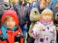 Polícia okamžite rozbehla pátranie po identite detí aj ich rodičov.