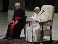 Pápež František (vpravo)