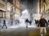 Demonštrácia proti koronavírusovým obmedzeniam prerástla do násilností