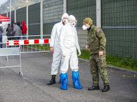 Testovanie na odbernom mieste v Mlynskej doline 7. novembra 2020 v Bratislave. (Ilustračné foto)