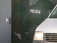 Na snímke obžalovaného Lukáša K. privážajú na Špecializovaný trestný súd v Pezinku