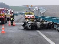 Požiar auta na rýchlostnej ceste R1 pri Nitre