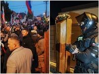 Pred domom premiéra sa zišli stovky ľudí, nechali mu tam dokonca rakvu!