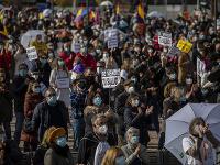 Tisíce ľudí vyšli do ulíc Madridu
