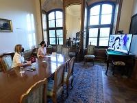 Zuzana Čaputová počas rozhovoru s Věrou Jourovou