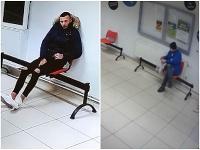 Šokujúce zábery z kamery v čakárni.