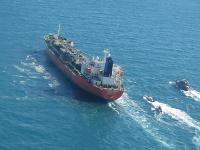 Irán oznámil zadržanie juhokórejského tankera, z ktorého unikala ropa