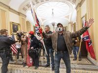 Protestujúci v budove Kapitolu