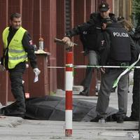 Aktér masakry mal upravený samopal