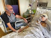 Nemocnica umožnila páru sa rozlúčiť.