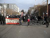 Protivládni a antifašistickí demonštranti