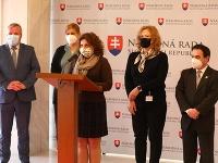 Katarína Hatráková a poslanci OĽaNO