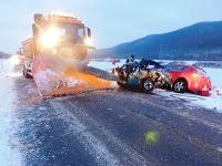 Pri Sabinove sa zrazilo cestárske vozidlo s dvomi osobnými autami