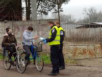 Mestská polícia kontroluje mestskú časť Komárna Veľký Harčáš
