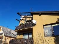 Hasiči zasahujú pri požiari poschodového rodinného domu v Jelenci