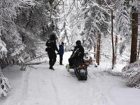 Policajti zadržali Poliakov na snežných skútroch