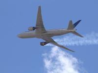 Americký regulačný úrad oznámil dodatočné kontroly lietadiel Boeing 777 využívajúce rovnaký typ motora, aký začal horieť počas letu spoločnosti United Airlines nad Denverom.
