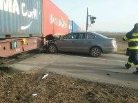 V Miloslavove sa zrazilo osobné vozidlo s nákladným vlakom