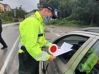 Polícia kontroluje dodržiavanie opatrení