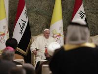 Pápež František na  stretnutí s vládnymi a spoločenskými predstaviteľmi v prezidentskom paláci v Bagdade.