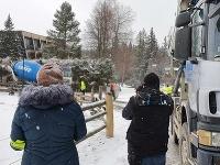 Poliaci jazdili v chránenom území na Orave s domiešavačmi betónu