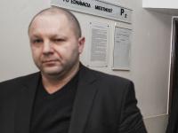 Na snímke bývalý starosta Marianky Radovan J.(vpravo), obvinený zo zločinu prijímania úplatku, a jeho obhajca Martin Ribár (vľavo)