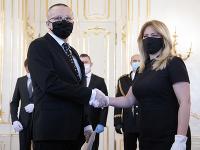 Riaditeľ SIS Vladimír Pčolinský a prezidentka Zuzana Čaputová