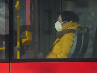 Cestujúca s respirátorom sedí v MHD v Prešove