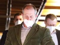 Marian Kotleba nosí pod nosom aj respirátor