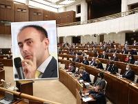 Radoslav Štefančík komentoval postavenie niektorých poslancov v parlamente.