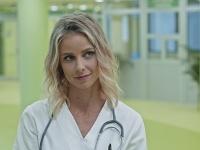 Nela Pocisková ako sexi doktorka.