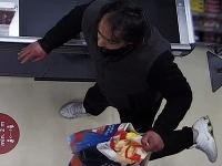 Bratislavskí policajti vyšetrujú krádež 81 kusov bonboniér