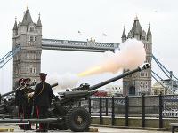 Británia si čestnými salvami uctila pamiatku princa Philipa