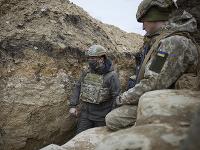 Ukrajinský prezident Volodymyr Zelenskyj navštívil východnú časť krajiny, kde sa momentálne bojuje