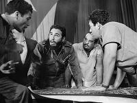 Fidel Castro a jeho vládni poradcovia počas prípravy stratégie 17. apríla 1961.
