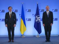 Dmytro Kuleba a Jens Stoltenberg na dnešnom rokovaní