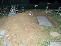 Zneuctený hrob na cintoríne vobci Svinia
