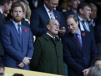 Princovia Harry a William so starým otcom Philipom.