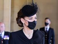 Kate Middleton na pohrebe princa Philipa ohurovala vzhľadom.